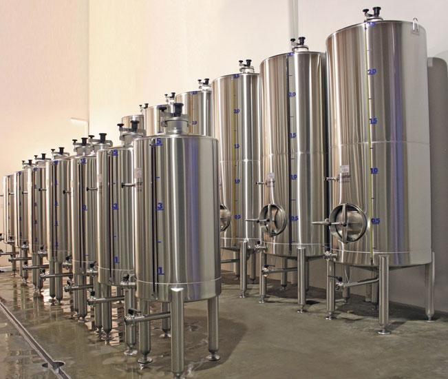 Tanque para vinho, clima e solo -  elementos essenciais para a viticultura