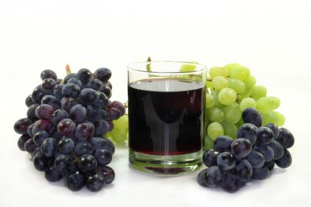 O tanque de aço inox e os constituintes do suco de uva